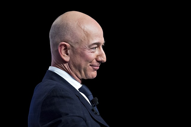 Tài sản ròng của Jeff Bezos lên kỷ lục 211 tỷ USD