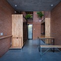 <p> Để tiết kiệm chi phí, các kiến trúc sư của Tropical Space đã đơn giản hóa các chi tiết, vật liệu và nội thất cũng như tối ưu hóa các không gian chức năng và giảm chiều cao của mỗi tầng.</p>