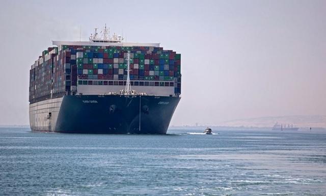 Tàu chắn kênh Suez được thả
