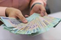 'Lãi suất duy trì thấp ít nhất tới cuối năm'