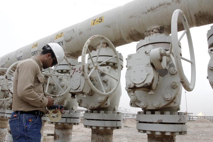 Tồn kho tại Mỹ giảm, giá dầu trái chiều