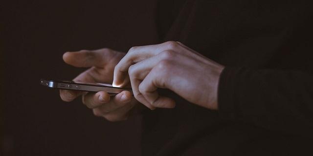 Cách tội phạm rút tiền từ iPhone ăn cắp