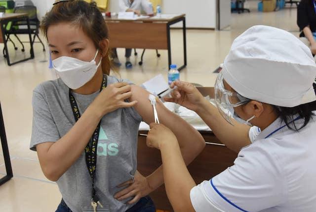 Mở rộng đối tượng tiêm vaccine Covid-19 trong chiến dịch tiêm chủng lớn nhất lịch sử