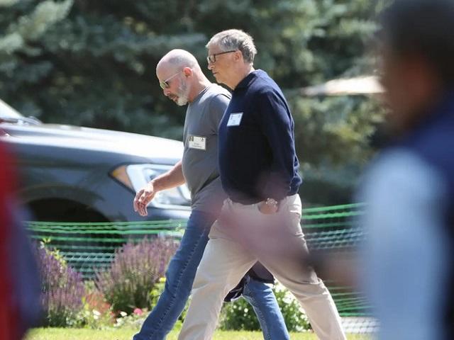 Bill Gates xuất hiện tại trại hè tỷ phú