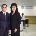 """<p class=""""Normal""""> <strong>10. Chuchat Petaumpai &amp; Daonapa Petampai</strong></p> <p class=""""Normal""""> Tài sản: 3 tỷ USD</p> <p class=""""Normal""""> Năm 1992, cặp vợ chồng Chuchat Petaumpai và Daonapa Petampai đã nghỉ việc ở ngân hàng để thành lập Muangthai Leasing. Hiện công ty này là nhà cung cấp các khoản cho vay mua xe máy lớn nhất Thái Lan với 5.000 chi nhánh. Khách hàng của công ty bao gồm nông dân, công nhân và công chức. Muangthai Leasing<span>niêm yết vào năm 2014 và sau đó được đổi tên thành Muangthai Capital vào năm 2018. (Ảnh: </span><em>Forbes</em><span>)</span></p>"""