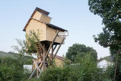Nhóm nghệ sĩ dựng nhà trên cao để 'trốn chạy khỏi thế giới'