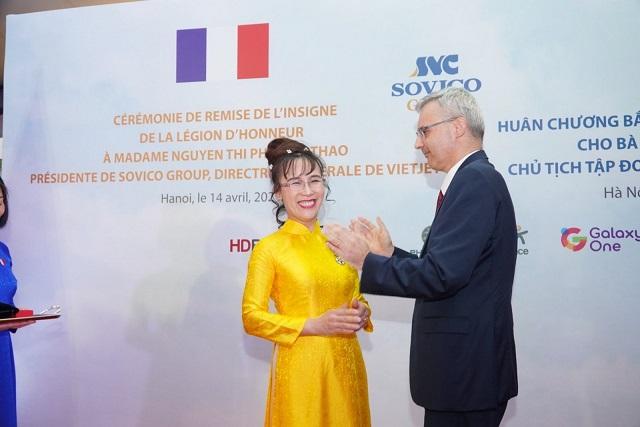 Nữ tỷ phú Nguyễn Thị Phương Thảo nhận Huân Chương Bắc đẩu Bội tinh do Chính phủ Pháp trao tặng