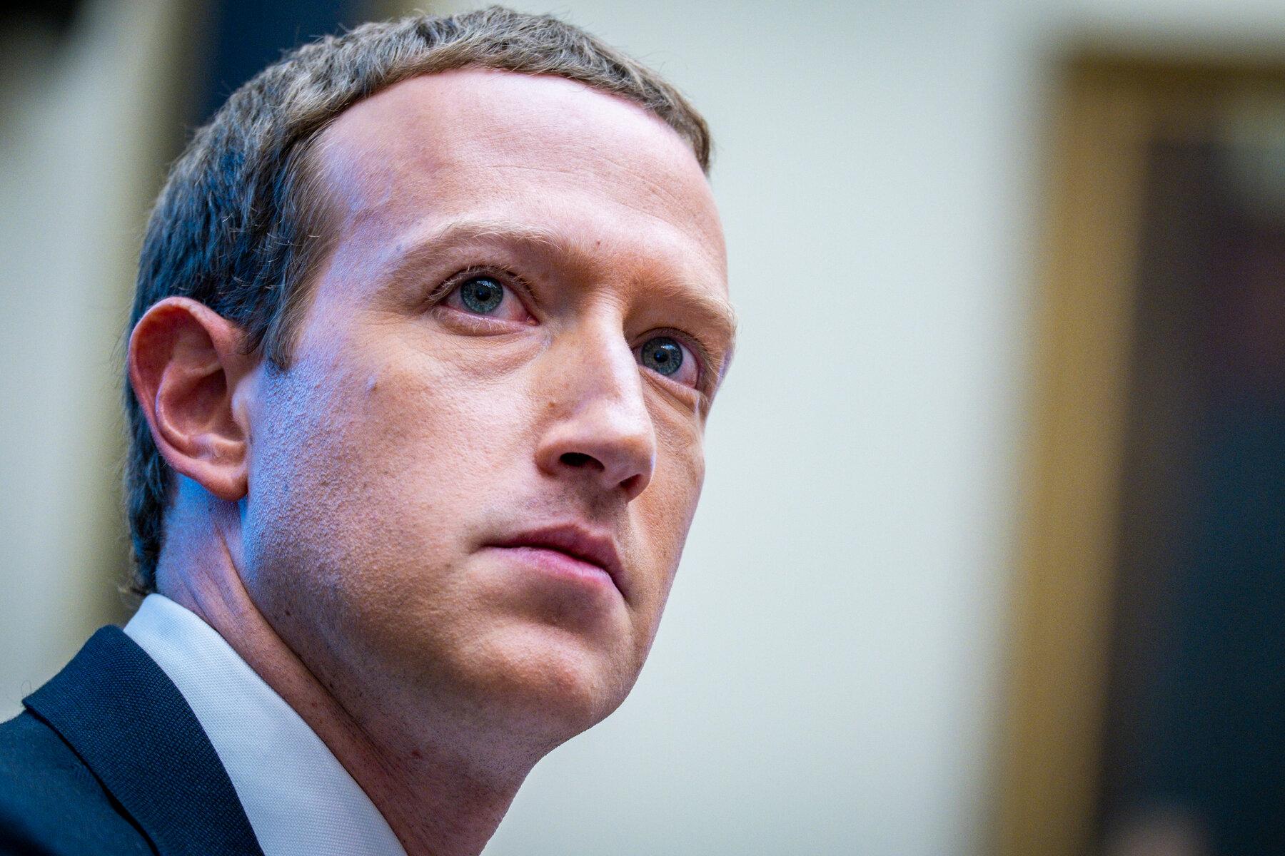 Năm 2021, Mark Zuckerberg gần như ngày nào cũng bán cổ phiếu Facebook