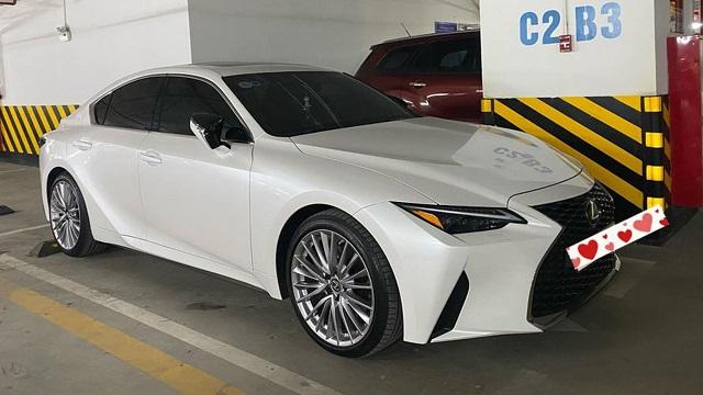Lexus IS 2021 vừa mua đã bán lại tại Việt Nam, lỗ 200 triệu đồng