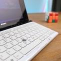 <p> Dù kích thước nhỏ, Sony VAIO P hỗ trợ điều khiển con trỏ chuột bằng trackpad đặt bên phải màn hình hoặc trackpoint trên bàn phím.</p>