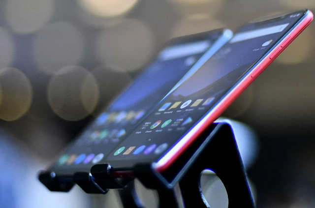 Vì sao smartphone Trung Quốc luôn rẻ?