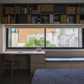 <p> Không giống như nhà phố điển hình ở TP HCM, ngôi nhà này không mở ra bên ngoài mà hướng vào bên trong. Hai mặt tiền đơn giản chỉ với một khoảng mở vừa đủ để đón ánh sáng ban ngày và thông gió, tránh được tiếng ồn, ô nhiễm không khí cũng như duy trì sự riêng tư của chủ sở hữu.</p>