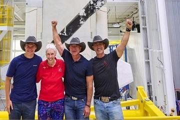 Jeff Bezos được đào tạo thế nào trước khi bay vào vũ trụ?