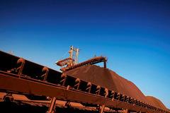 Sản xuất quặng của 'đại gia' thế giới gặp khó trong khi nhu cầu quặng tăng cao