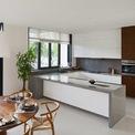 <p> Tầng trệt bao gồm nhà để xe, một không gian mở rộng lớn với tổ hợp phòng khách, phòng ăn cùng một nhà bếp đầy đủ tiện nghi.</p>