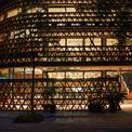 <p> Công trình ở Đông Anh, Hà Nội của HP Architects gây ấn tượng bằng việc sử dụng ngói để làm các bức tường bao. 20.000 viên gói được sắp xếp linh hoạt, tạo nên điểm nhấn cho toàn khu phố.</p>