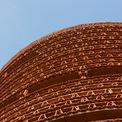 <p> Ngói được dùng làm tường ngăn, tường bao, có sự hỗ trợ của thép, bê tông.</p>