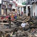 """<p class=""""Normal""""> Một số cảnh báo, bao gồm ở Luxembourg, chỉ được phát đi khi lũ lụt đã xảy ra, Da Costa bổ sung. """"Người dân, bao gồm cả gia đình của tôi, không được khuyến cáo nên làm gì và không kịp chuẩn bị mọi thứ"""".</p> <p class=""""Normal""""> Người dân tại khu vực chịu ảnh hưởng của lũ lụt ở Bad Muenstereifel, Đức, ngày 19/7. Ảnh: <em>Reuters</em>.</p>"""