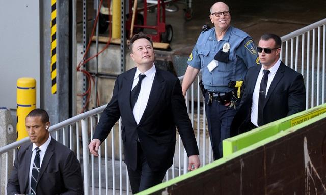 Hai mặt của Elon Musk