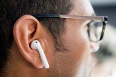 Apple giới thiệu AirPods mới cuối năm 2021 và iPhone SE vào năm 2022