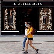 Doanh thu Burberry tăng vượt trội sau làn sóng tẩy chay