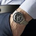 <p> Mẫu đồng hồ có 3 loại dây đeo như nylon đen, dây da hoặc thép không gỉ để người mua lựa chọn. Tùy từng phong cách, phái mạnh có thể cân nhắc thay đổi, chọn lựa dây đeo. Những chàng trai theo đuổi hình tượng hiện đại, năng động nên ưu tiên dây nylon. Trong khi đó, quai đeo bằng thép không gỉ và dây da hợp với phong cách thanh lịch, tinh tế.</p>