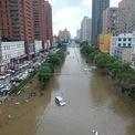 """<p class=""""Normal""""> Khoảng 1,2 triệu người bi ảnh hưởng bởi thảm họa thiên nhiên này, Xu Zhong, phó giám đốc cơ quan ứng phó lũ lụt Hà Nam, nói. 7 người đang mất tích. Ảnh:<em>Reuters</em>.</p>"""