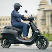 Ngày đầu mở bán, xe máy điện Ấn Độ nhận hơn 100.000 đơn đặt hàng
