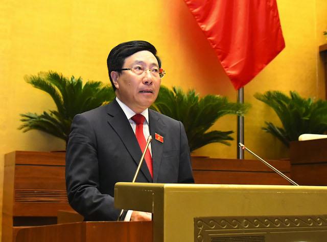 Phó Thủ tướng Phạm Bình Minh báo cáo tình hình kinh tế xã hội, ngân sách 6 tháng đầu năm và giải pháp những tháng cuối năm.
