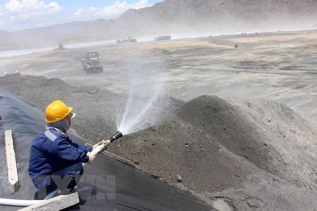 Xử lý, sử dụng tro, xỉ của nhà máy nhiệt điện, hóa chất làm nguyên liệu sản xuất
