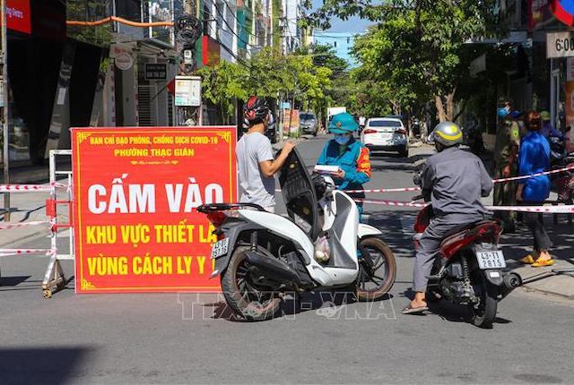 Bộ Y tế sáng nay (22/7) thông tin Việt Nam có thêm 2.967 ca nhiễm Covid-19, trong đó 2 trường hợp nhập cảnh, được cách ly ngay.