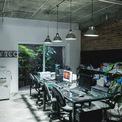 <p> Ở tầng 2, kiến trúc sư bố trí không gian làm việc cho phòng kinh doanh kết hợp phòng họp nhỏ và một phòng làm việc kết hợp tiếp khách riêng của giám đốc. Tầng 3 là không gian nghỉ ngơi, thư giãn và ăn uống. Tất cả các không gian được thiết kế theo lối tối giản, sạch sẽ.</p>