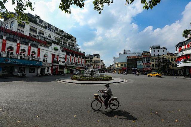 Hà Nội giãn cách xã hội toàn thành phố trong 15 ngày từ 0h ngày 24/7. Ảnh: Zing.