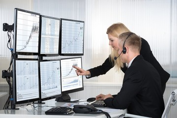 Khối ngoại tiếp tục bán ròng 179 tỷ đồng trong phiên 23/7, VIC vẫn là tâm điểm