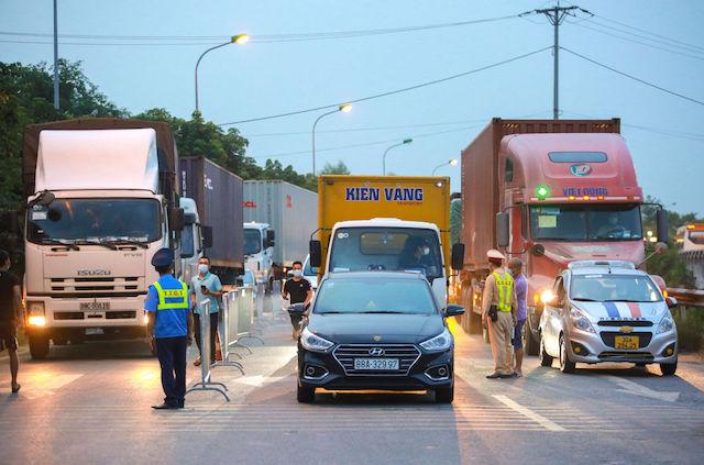 Lập đường dây nóng liên bộ tháo gỡ khó khăn cho hoạt động lưu thông hàng hóa