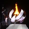 <p> Nữ vận động viên quần vợt chuyên nghiệp người Nhật Bản, Naomi Osaka, cầm ngọn đuốc Olympic sau khi thắp sáng chiếc vạc Olympic. Sau một năm bị hoãn bởi đại dịch Covid-19, Thế vận hội mùa hè Olympic Tokyo 2020 chính thức diễn ra với Lễ khai mạc ấn tượng của nước chủ nhà Nhật Bản vào tối 23/7. Ảnh: <em>Reuters</em>.</p>