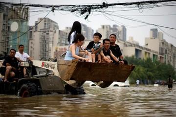 Thế giới tuần qua: Lũ lụt '1.000 năm có một' ở Trung Quốc, Olympic Tokyo 2020 khai mạc bất chấp Covid-19