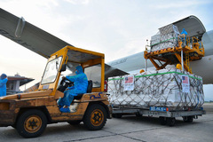 1,5 triệu liều vaccine Moderna do Mỹ viện trợ vừa tới Hà Nội