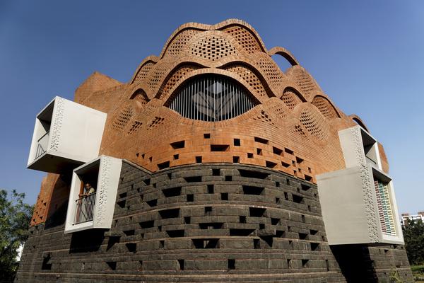 Thiết kế nhà giống pháo đài để thể hiện vị thế của cả gia đình