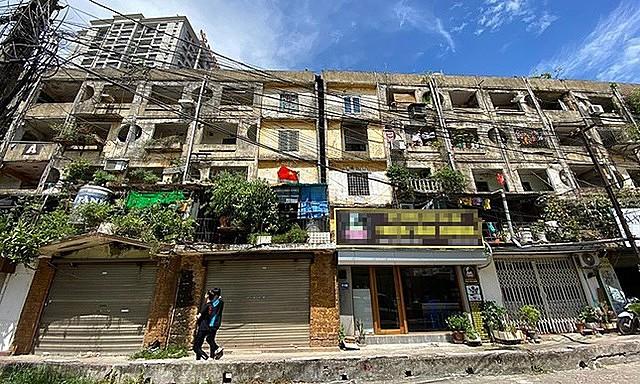 Chung cư cũ Ngọc Khánh (quận Ba Đình) thuộc loại nguy hiểm ở cấp độ đặc biệt, phải di dời gấp (cấp độ D).