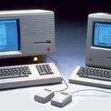 <p> Apple đã sở hữu lượng fan lớn sau khi ra mắt máy tính Macintosh đời đầu năm 1984. Khi công ty bên bờ vực phá sản vào những năm 1990, một số fan trung thành được cho đã đứng trước kệ trưng bày máy Mac tại các cửa hàng để giới thiệu chúng. Ảnh: <em>Six Colors.</em></p>