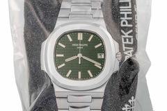 Chiếc Patek Philippe Nautilus 'hàng hiếm' được bán với giá gấp 11 lần giá niêm yết