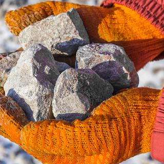Giá quặng sắt giảm xuống mức thấp nhất trong 18 tháng qua