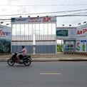 <p> Sau đó, dự án được chấp thuận thêm phần tiện ích sân golf An Phú, nâng diện tích dự án tăng lên 137,4 ha vào năm 2000. Trên cơ sở này Phó thủ tướng Nguyễn Công Tạn đã ban hành quyết định thu hồi, giao đất cho SDI Corp để thực hiện dự án ngày 12/1/2001. Lúc này, khu đô thị Sài Gòn Bình An có tên gọi là khu liên hợp sân golf, thể dục thể thao và nhà ở, có tên thương mại là Saigon Golf Country Club and Residences.</p>