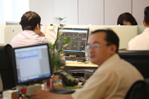 Khối ngoại bán ròng phiên thứ 6 liên tiếp trên HoSE với 71 tỷ đồng