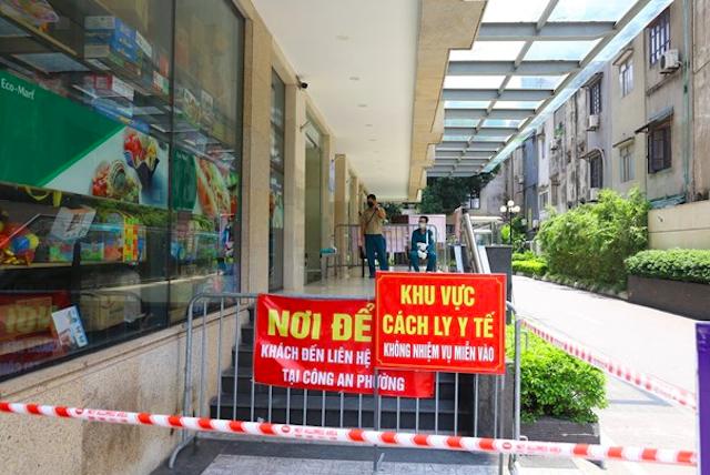 Hà Nội phong tỏa tạm thời khu A - Toà nhà HELIOS Tower số 75 Tam Trinh. Ảnh: Vietnam+