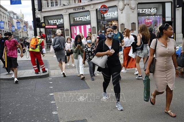 Cảnh báo nguy cơ xuất hiện biến thể mới tại Anh