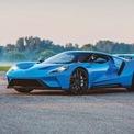 """<p class=""""Normal""""> <strong>9. Ford GT</strong></p> <p class=""""Normal""""> Sau sự ra mắt có phần thất vọng của Ford GT40 vào giữa những năm 2000, điều tương tự không thể xảy ra đối với Ford GT mới nhất. Được trang bị động cơ tăng áp kép 3.5L V6 công suất 647 mã lực, GT đã trở thành mẫu xe đầu bảng trong một khoảng thời gian ngắn.</p> <p class=""""Normal""""> Mặc dù được chế tạo cho đường đua và giành chiến thắng trong giải đua Le Mans 24 Hours, chiếc xe vẫn mang lại cảm giác phấn khích khi lăn bánh xuống phố.</p>"""