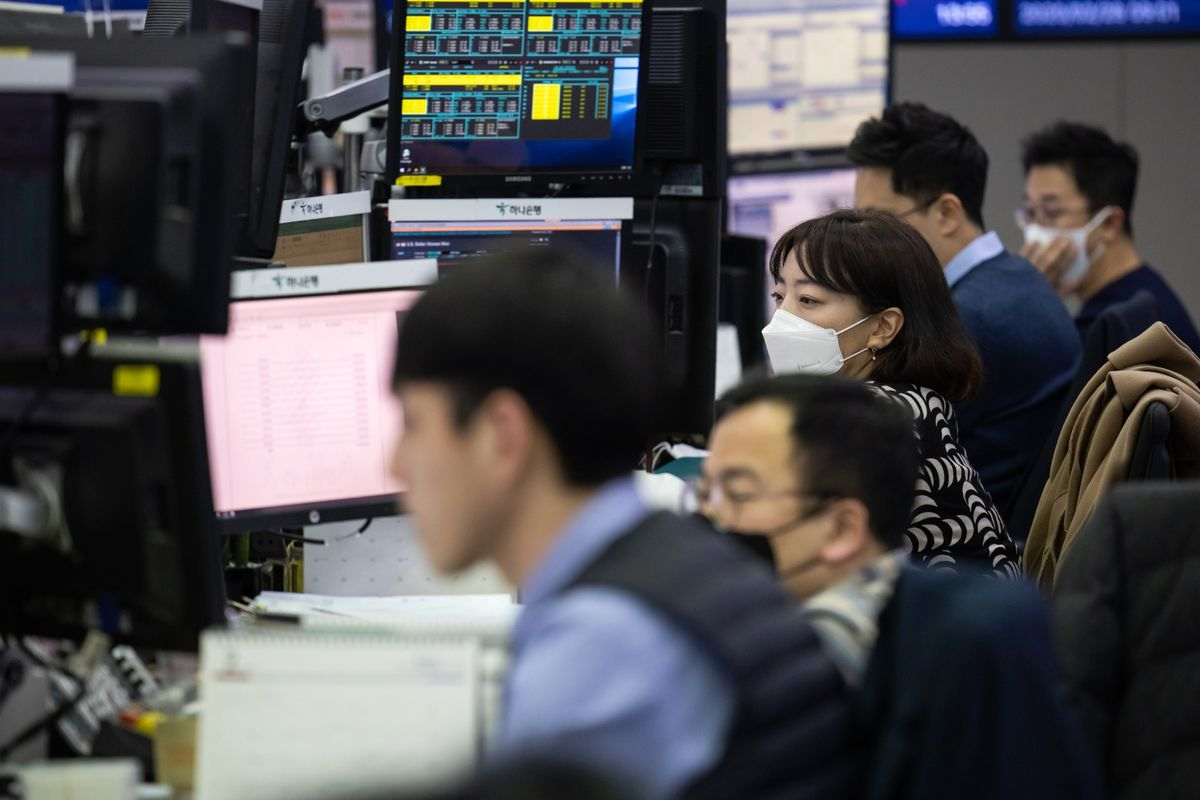 Thị trường chứng khoán mới nổi mất sạch phần tăng từ đầu năm