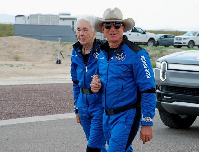 Người giàu nhất thế giới đề nghị trả 2 tỷ USD đổi lấy hợp đồng của NASA